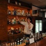 エンルート - TV東京『ロケハン』でも紹介されたボトルやシェーカーを音楽に合わせて投げたり回したりするショーをご用意 誕生日や記念日、サプライズに