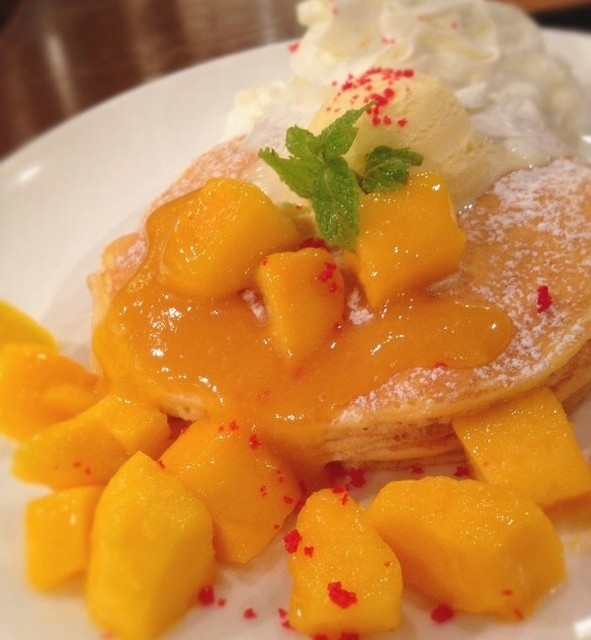 クアアイナ 渋谷宮益坂店 - 期間限定『マンゴーパンケーキ』