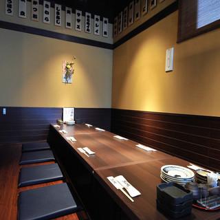 掘りごたつ式の個室・テーブル席・カウンターをご用意。
