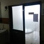 旨味処出端屋 - 硫黄泉の内湯