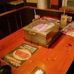 七輪焼肉 安安 - テーブル席