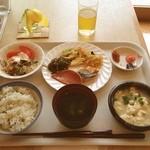 レストランロータス - 朝ご飯。沖縄そばのスープで食べるゆし豆腐はうまい‼