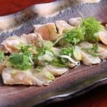 お通 - 宮崎県産の地鶏の「ささみのとりわさ」600円