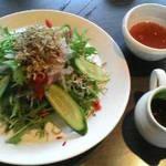 八右衛門 - 料理写真:カリカリ梅とじゃこのサラダ