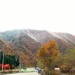 22501055 - 山の頂は雪、中腹からは紅葉。ここまでは良かったんです(苦笑)