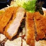 キッチンたうち - とんかつは浜松の銘柄豚を使用。揚がり具合も良いですね