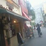 カフェ マツオントコ - 寺町商店街から四条河原町(写真奥)の通りに抜ける通りにあります