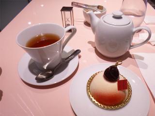 フォションパリルカフェ 池袋東武百貨店 - ケーキと紅茶セット