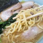 ラーメン壱六家 - 家系伝統の中太麺