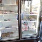大岡蒲鉾店 - 店頭の冷蔵庫にはほとんど商品が無いぞ