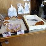 大岡蒲鉾店 - レジ横の風景、すでにカマボコ屋にカマボコが無い
