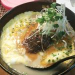 ラーメン海鳴 中洲店 - 月1で出している限定期間・限定数の創作麺。                             2013年11月の『豚骨・デミーロ』です。豚骨×デミグラスソース?!