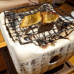 魚正宗 - 穴子の自家製スモーク炙り中