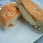 ぱん工房 ぷるみえ - くるみチーズパン