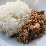 クワァリンターン - パッカパオ タイ米です