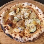 22522412 - ラグーソースのピザ