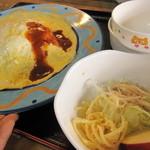ママズ カフェ アンド キッチン - 料理写真:オムライス、サラダ付き