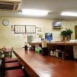 やよい亭 - 店内(カウンター&テーブル)