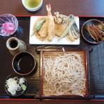 めーてる - 料理写真:天ぷらせいろ、ごぼう、赤カブも付いて豪華な盆。