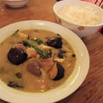 リトル スパイス - 鶏肉と茄子のグリーンカレー¥880