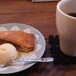 カフェ ソラ - ランチデザート:今回はアップルパイとホットコーヒーをチョイス
