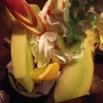 レストランST - ホイップやカットフルーツが盛りだくさん!