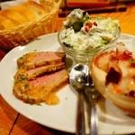 スペイン食堂 Deco2階 - お野菜のタパス盛合せ!お肉の柔らかさといったら…!