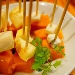 スペイン食堂 Deco2階 - カボチャのコンポート!カボチャが甘い!三種類のチーズが刺してあります。