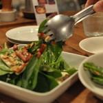 サウスカフェ - ほうれん草とベーコンのサラダ