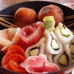 ひさご - サーモン、イカかっぱ巻、タイ、マグロ、揚げ団子