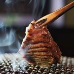 日本橋イタダキ - 料理写真:厚切りのタンも炭火でじっくりと