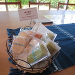 司馬遼太郎記念館 カフェコーナー - 焼き菓子もありました。