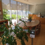 司馬遼太郎記念館 カフェコーナー - 司馬遼太郎記念館1階にあるカフェスペースです。