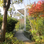 司馬遼太郎記念館 カフェコーナー - アプローチがめっちゃええ感じ♪