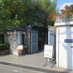 司馬遼太郎記念館 カフェコーナー - 閑静な住宅地にあります。