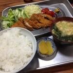 永井食堂 - とんかつ定食800円。