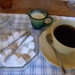 cafe風風 - 黒い角砂糖がレトロ