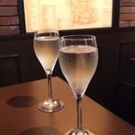 Italia Wine & Bar Cla' - 2013/8/29 オルトレポ・パヴェーゼ・ピノ・ネーロ・ブリュット、フランチャコルタ・エクストラ・ブリュットS.A