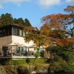 サロン・ド・テ ロザージュ - 芦ノ湖湖畔に建っていてロケーションは最高です