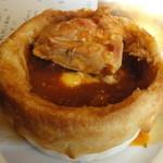 ハミングバード - パイ包み 鶏もも肉のチリソース煮