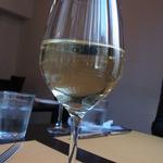 Vario - グラスの白ワイン(550円)