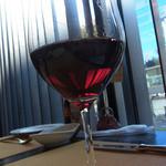 Vario - グラスの赤ワイン(550円)