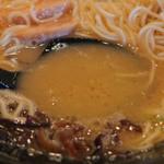 鶏白湯らーめん おび屋 - ベースの鳥白湯スープが美味しいですね