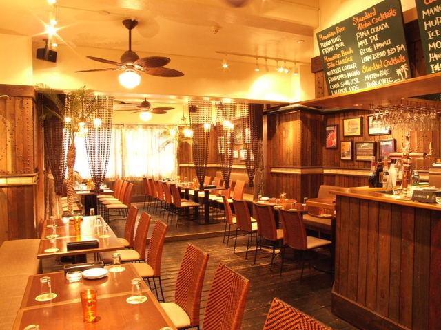 ルアウアロハテーブルウィズガーラバンケット - 【2階】ランチ・ディナー・バーとしてゆったり寛いでいただける空間。