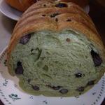 ブルク 手作りパン - 抹茶5色豆ラウンドパン(1/4)125円