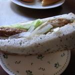 ブルク 手作りパン - 和風ハンバーガーサンド220円(名称は不正確)