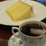 椿屋珈琲店 有楽町茶寮 - シフォンケーキとコーヒーのセット(1300円)
