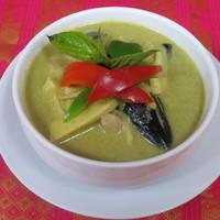 プロォーイ タイ料理 - さわやかな辛さが人気のグリーンカレー