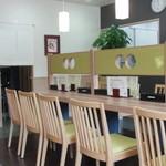 優 - 2013.11 店内は4人掛けのテーブル席が3席と大テーブルが1つ。