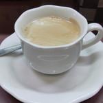 カレー屋本舗 - ドリンク写真:2013.11 コーヒーは最近流行のエスプレッソマシンで入れてました。